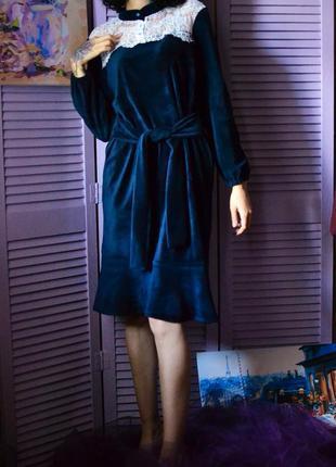Роскошное бархатное платье с кружевом