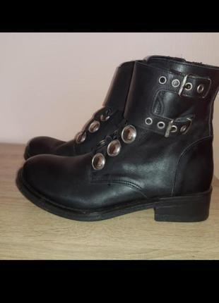 Кожаные фирменные  ботинки