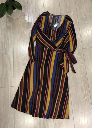 Атласное платье миди в полоску с завязкой