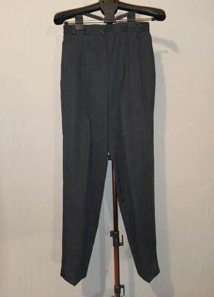 Серые брюки с защипами