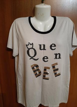 Трикотажная футболка в паетках размера 50-52.