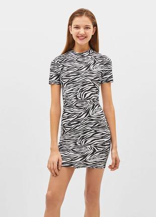 Платье футляр зебра черно белое новое bershka