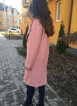 Розовое пальто расшитое бусинами