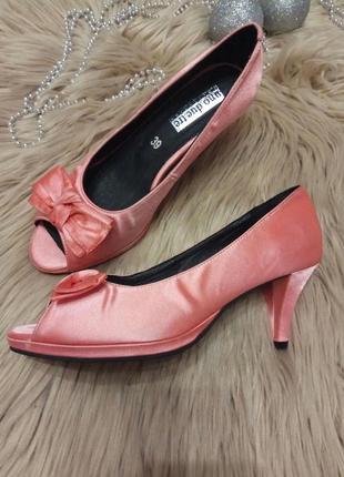 Туфли кораллового цвета
