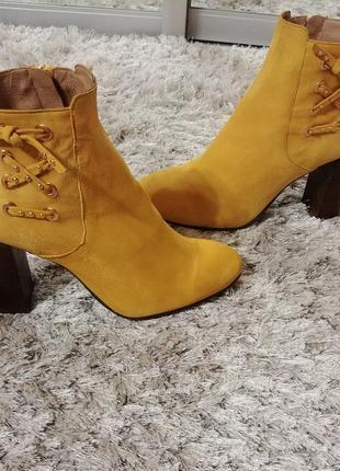 Супер яркие ботинки від minelli нат.замша