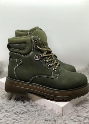 Зимние ботинки цвета хаки на меху