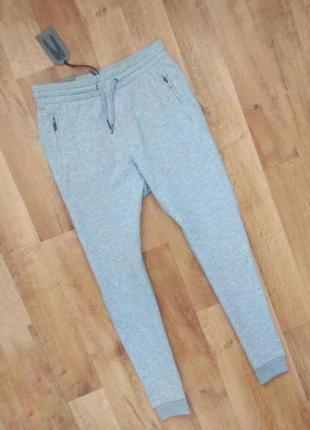 Новые с бирками,мужские спортивные штаны, светло серого цвета, , м размера.