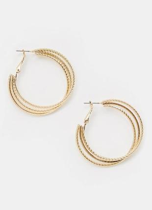 Актуальные серьги-кольца  missguided, золотистые многослойные сережки кольца asos