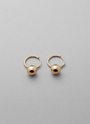 Золотистые сережки-подвески asos. серьги кольца с шариком