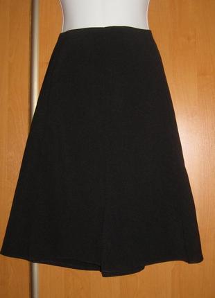 Красивая черная юбка ниже колен, полуклеш, плотная, есть подклад, классика