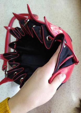 Красивая лаковая сумка тюльпан
