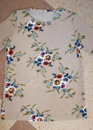 Красивая кофточка из фактурной ткани