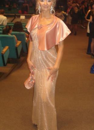 Длинное персиковое нюдовое вечернее нарядное платье камни биссер