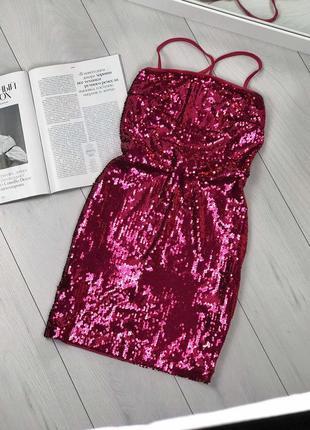 Красное платье в пайетки