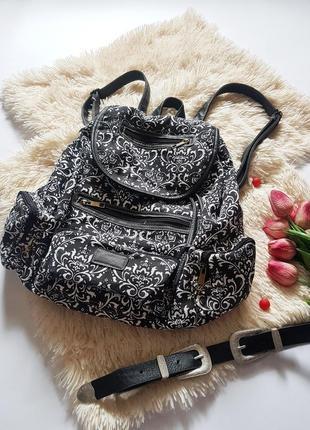 Чудовий базовий рюкзак зі вставками шкірзаму