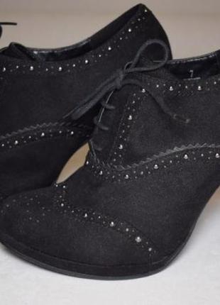 Оригинальные и стильные чёрные замшевые ботильоны размер 39, ботинки новые
