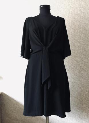 Актуальное платье с завязкой