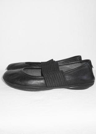 Брендовые черные  кожаные балетки на резинке  camper