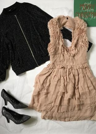 Оригінальне плаття з відкритою спиною