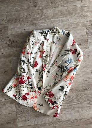 Стильный фирменный пиджак