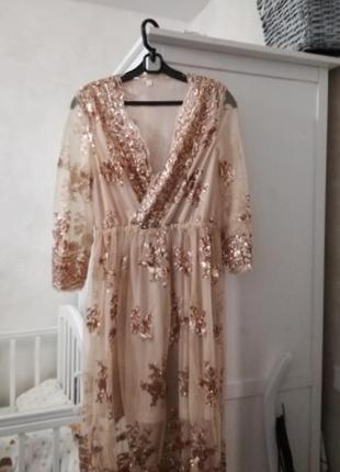 Очень красивое платье с пайетками