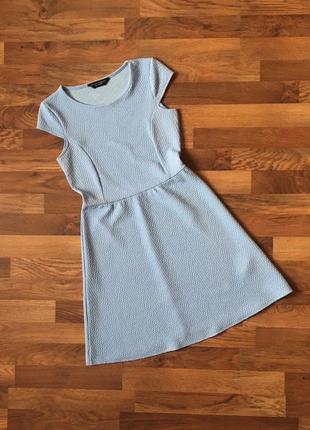 Голубое фактурное платье размер m