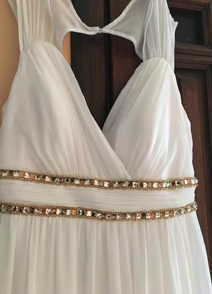 Скидка!очень красивое белое платье  с  пуш ап!