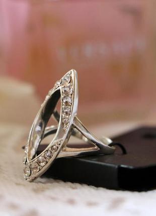 Дизайнерское кольцо посеребренное с кристаллами pilgrim дания
