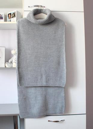 Стильная серая вязаная манишка шарф