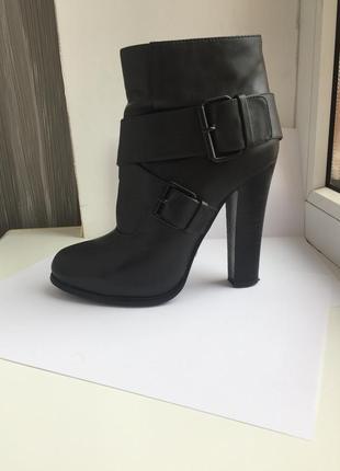 Кожанные ботинки attizzare на высоком каблуке р37 бу