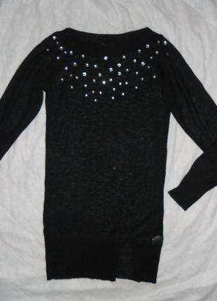 Черное платье-туника с камнями,рукавом реглан и интересным разрезом