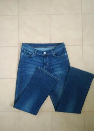 Базовые фирменные джинсы colin`s