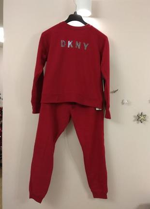 Стильный и теплый костюм dkny