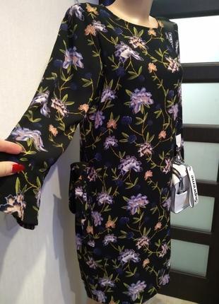 Стильное брендовое платье мини с цветочным принтом