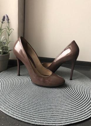 Кофейные классические лаковые туфли-лодочки