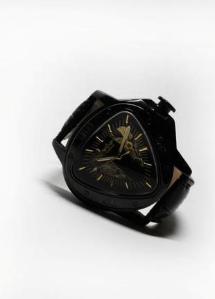 Часы winner triangle