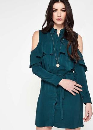 Платье зелёное бутылочное рубашечный стиль с воланами и открытыми плечами на поясе
