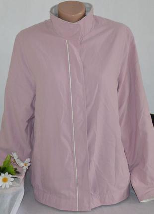 Брендовая розовая легкая куртка с карманами на молнии berkertex