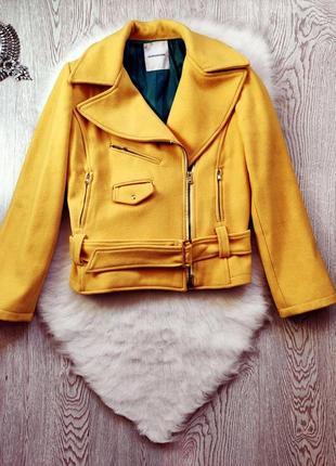 Желтая короткая куртка пальто шерсть кашемир косуха с карманами поясом молниями