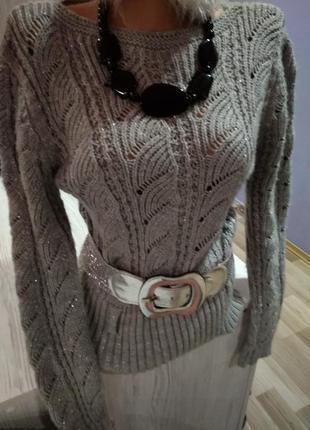 Супер свитшот серый цвет, очень теплый,новый под пояс,крутая модель.