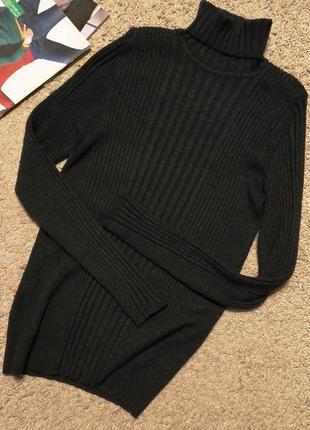 Шикарный шерстяной свитер/водолазка в рубчик черного цвета с легким меланжем