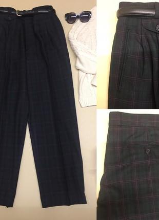 Стильные брюки с защипами и высокой посадкой