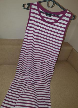 Платье в полоску с розрезом