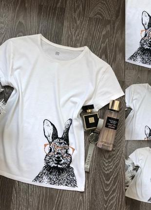 Біленька футболка з кроликом