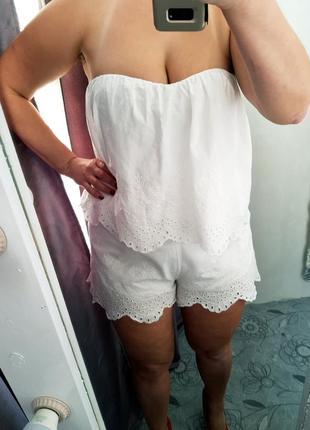 Летный белоснежный комбинезон с вышивкой ришелье