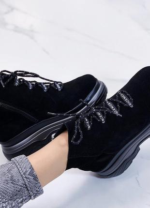 Новые шикарные женские зимние черные замшевые  ботинки