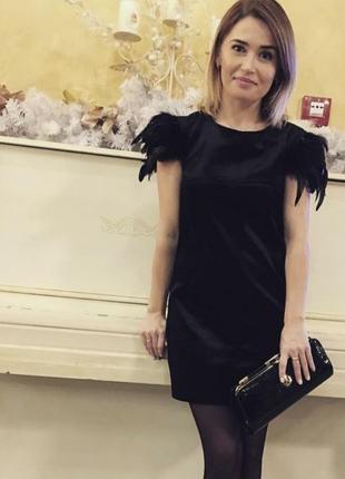 Шикарное платье с перьями на новый год