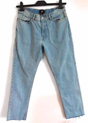 Светло голубые джинсы на высокой талии