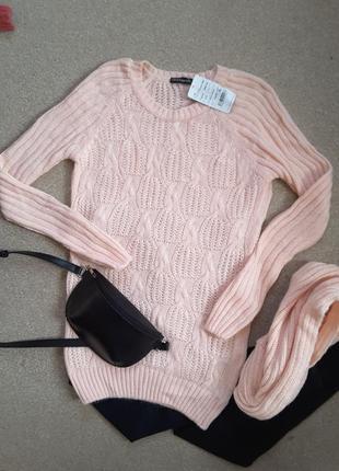 Красивый свитер в крупную вязку.