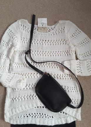 Белый ажурный свитер.